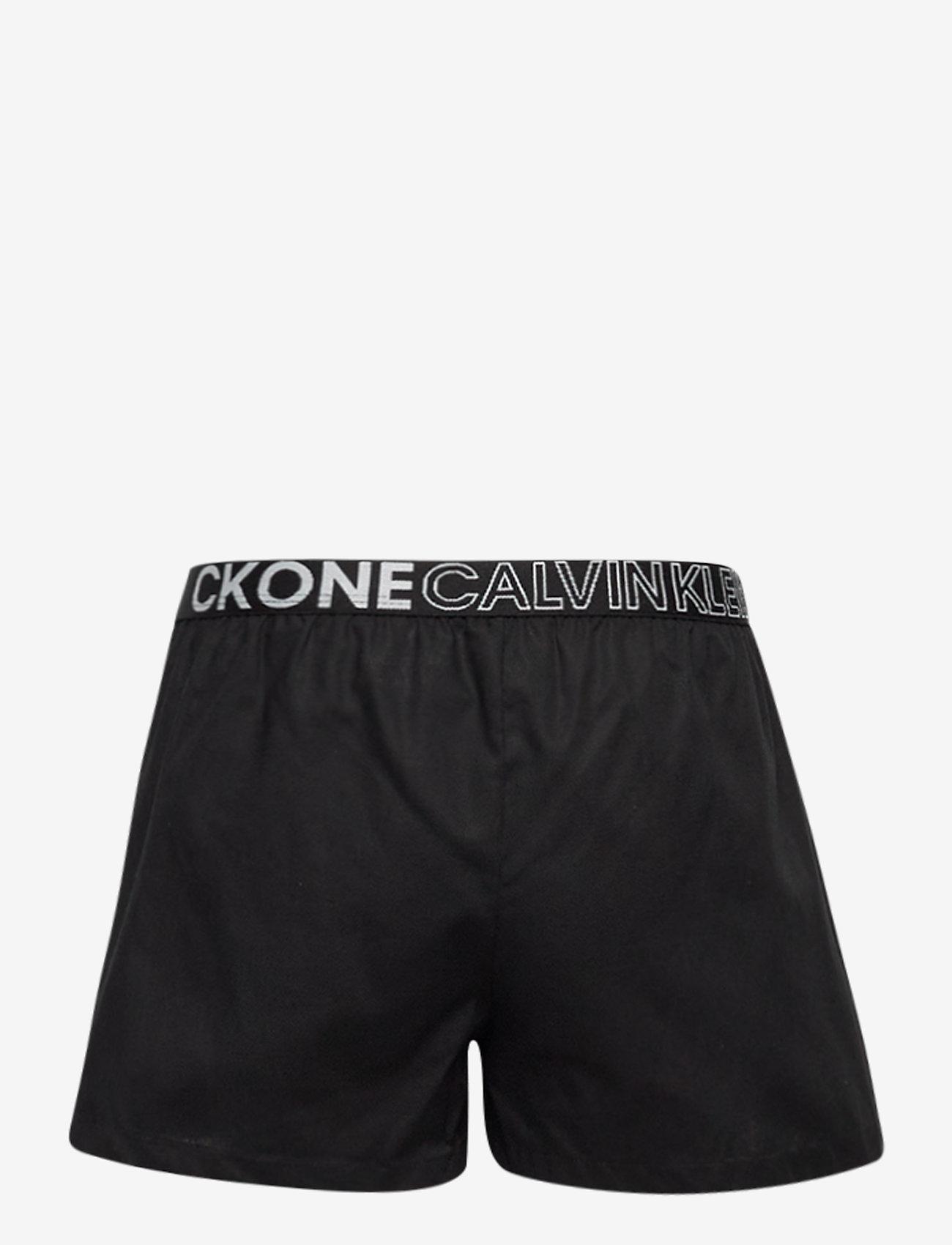 Calvin Klein - WOVEN PJ SET (SS+SHORT) - 2-delte sæt - bluepetal/w/pvhblack - 3