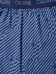 Calvin Klein - S/S JOGGER PJ SET - pyjamas - blue top/ numero uno stripe bo - 6