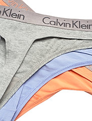 Calvin Klein - THONG 3PK - stringi - grey heather/pale blue/flambe - 2