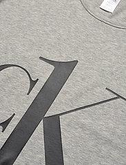 Calvin Klein - S/S CREW NECK - t-shirty - grey heather_black logo - 2