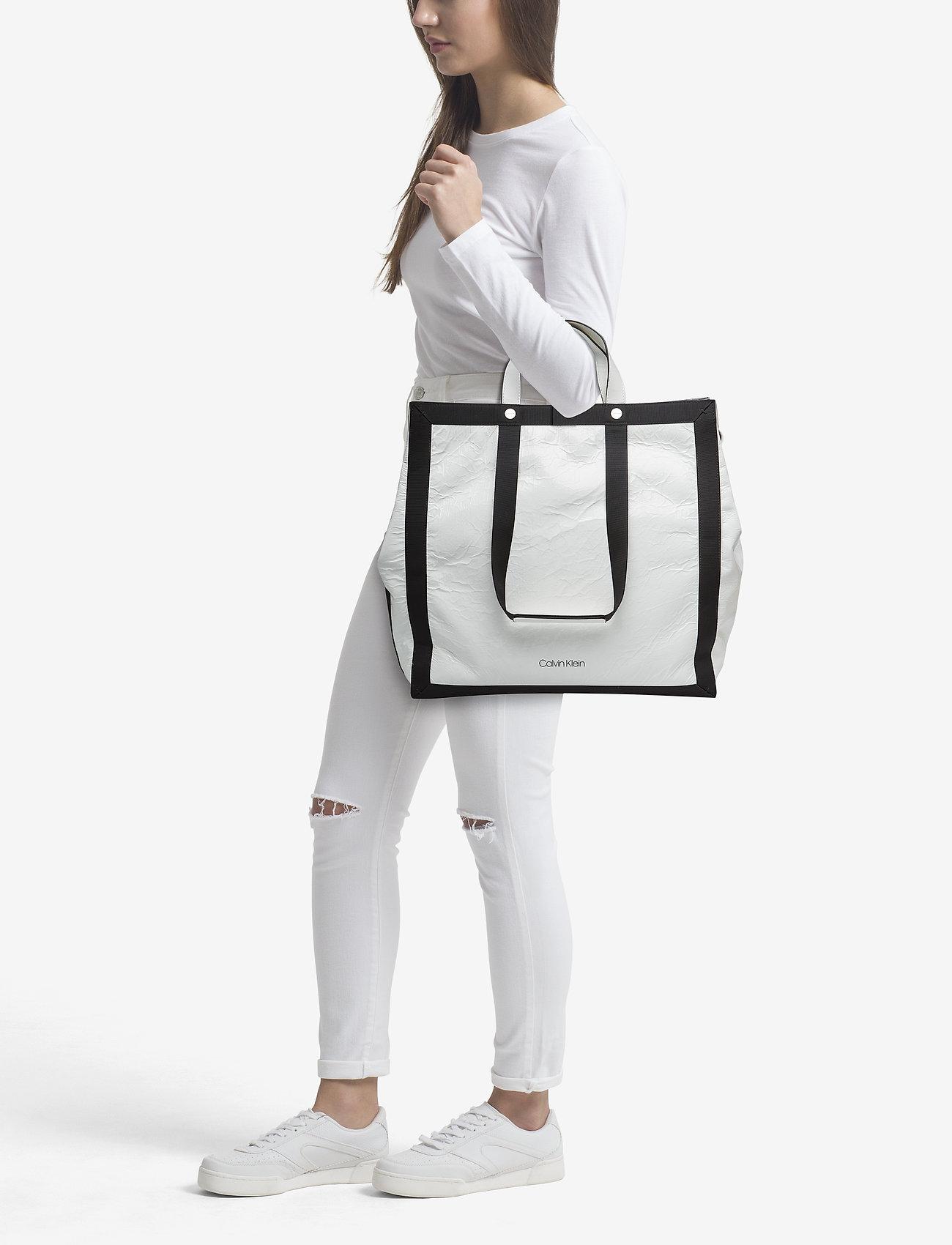 Calvin Klein OUTLINE MARKET SHOPP - BRIGHT WHITE