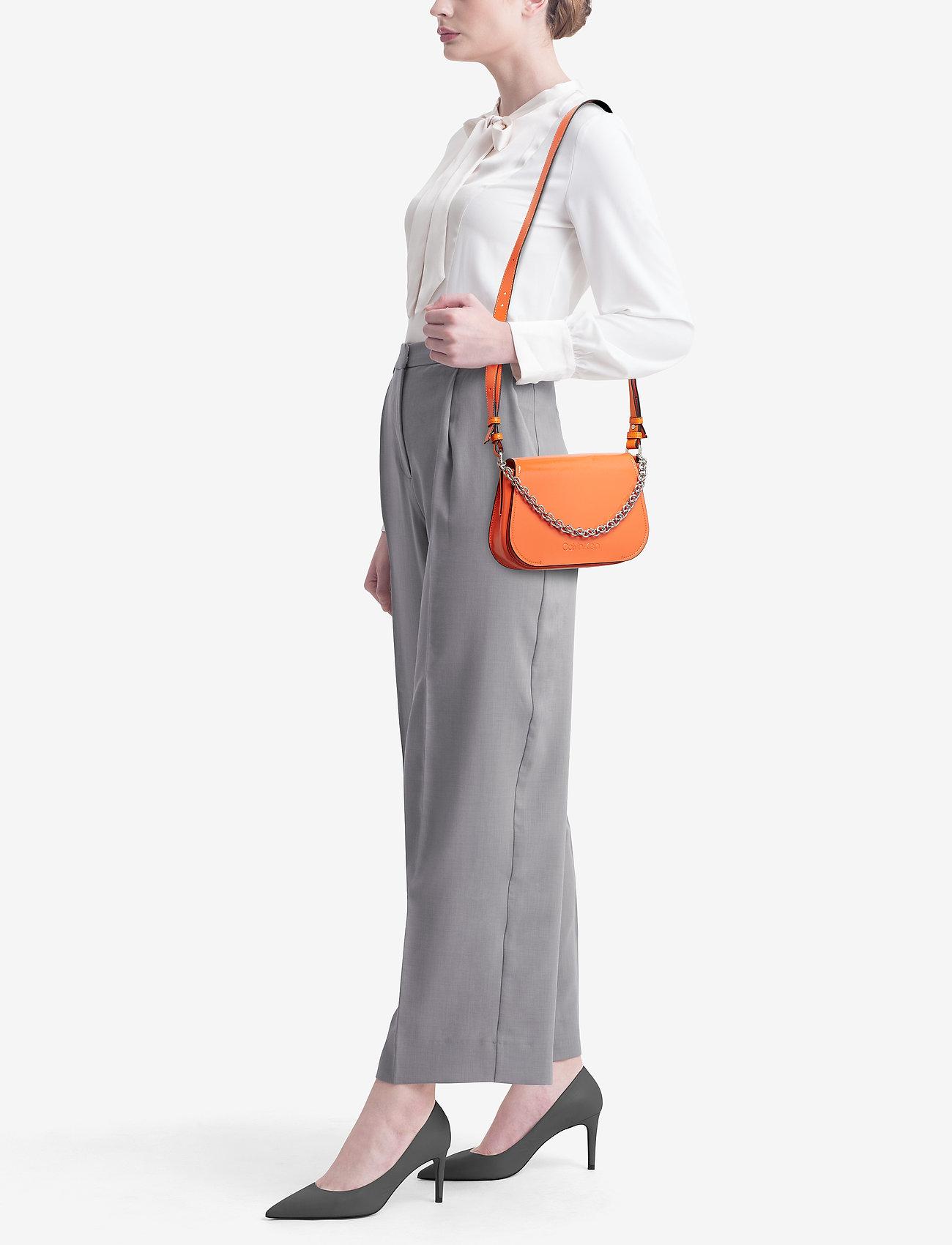Calvin Klein DRESSED UP SHOULDER BAG - ORANGE PEEL