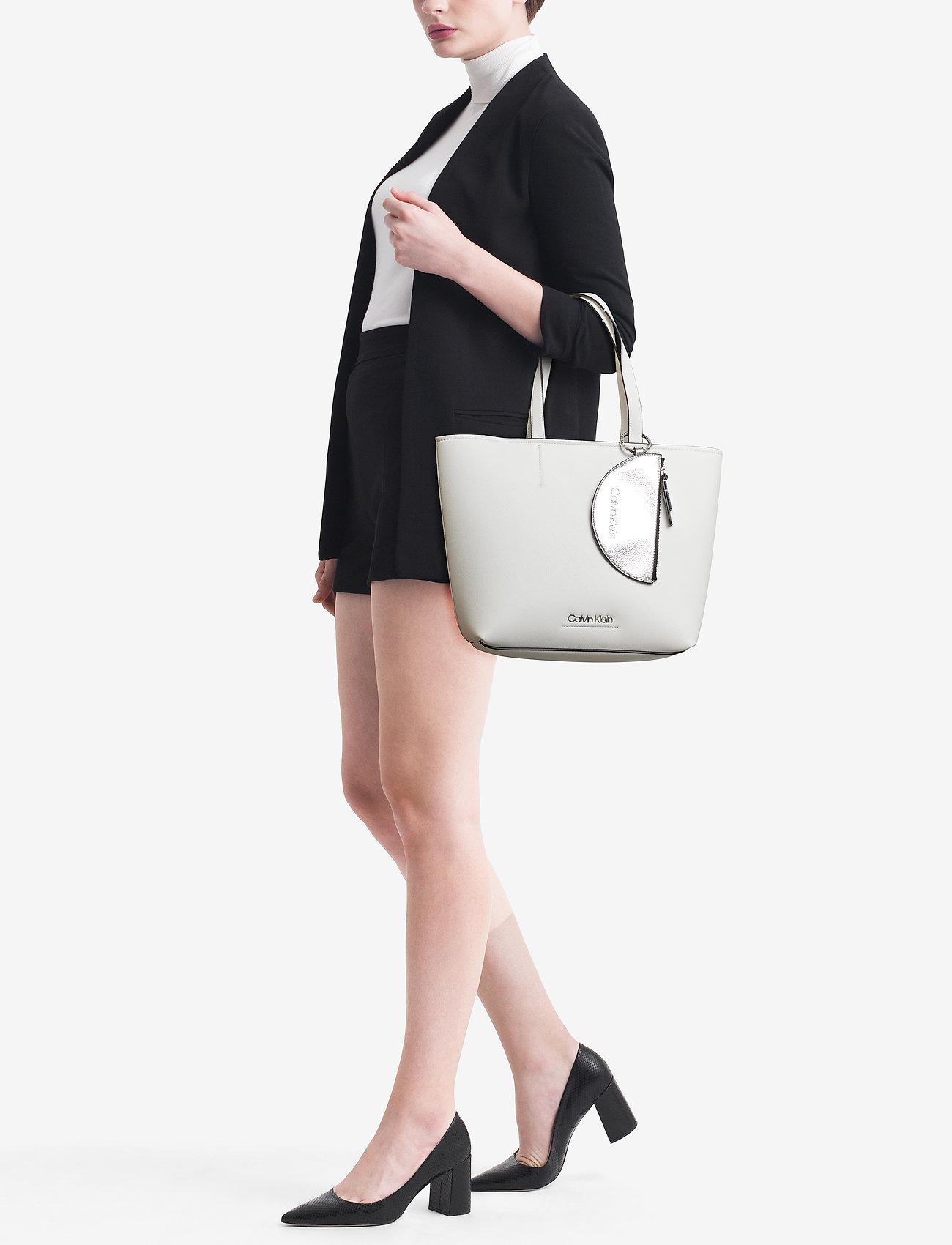 Calvin Klein CK MUST MEDIUM SHOPP - BRIGHT WHITE