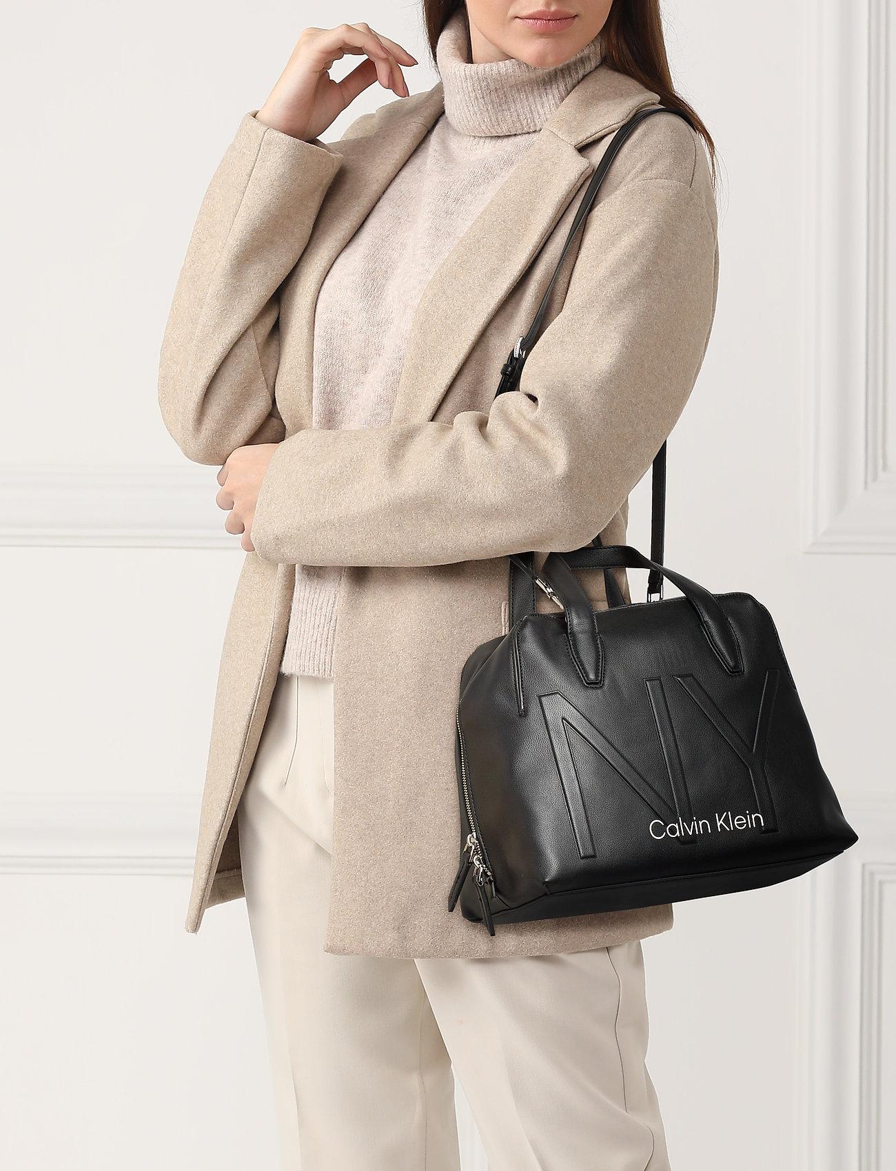 Calvin Klein NY SHAPED DUFFLE - BLACK