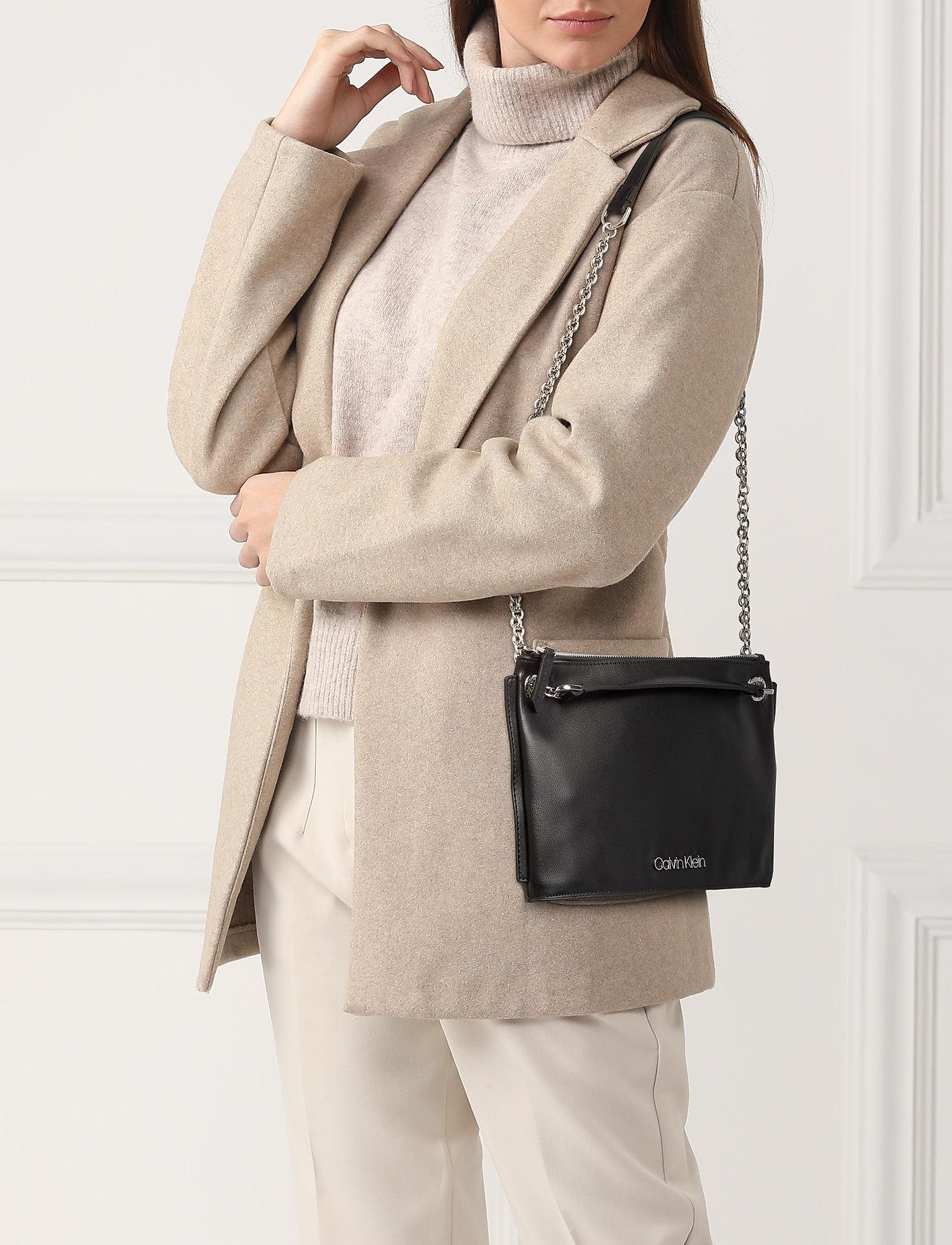 Calvin Klein CHAINED CONV SHOULDERBAG - BLACK