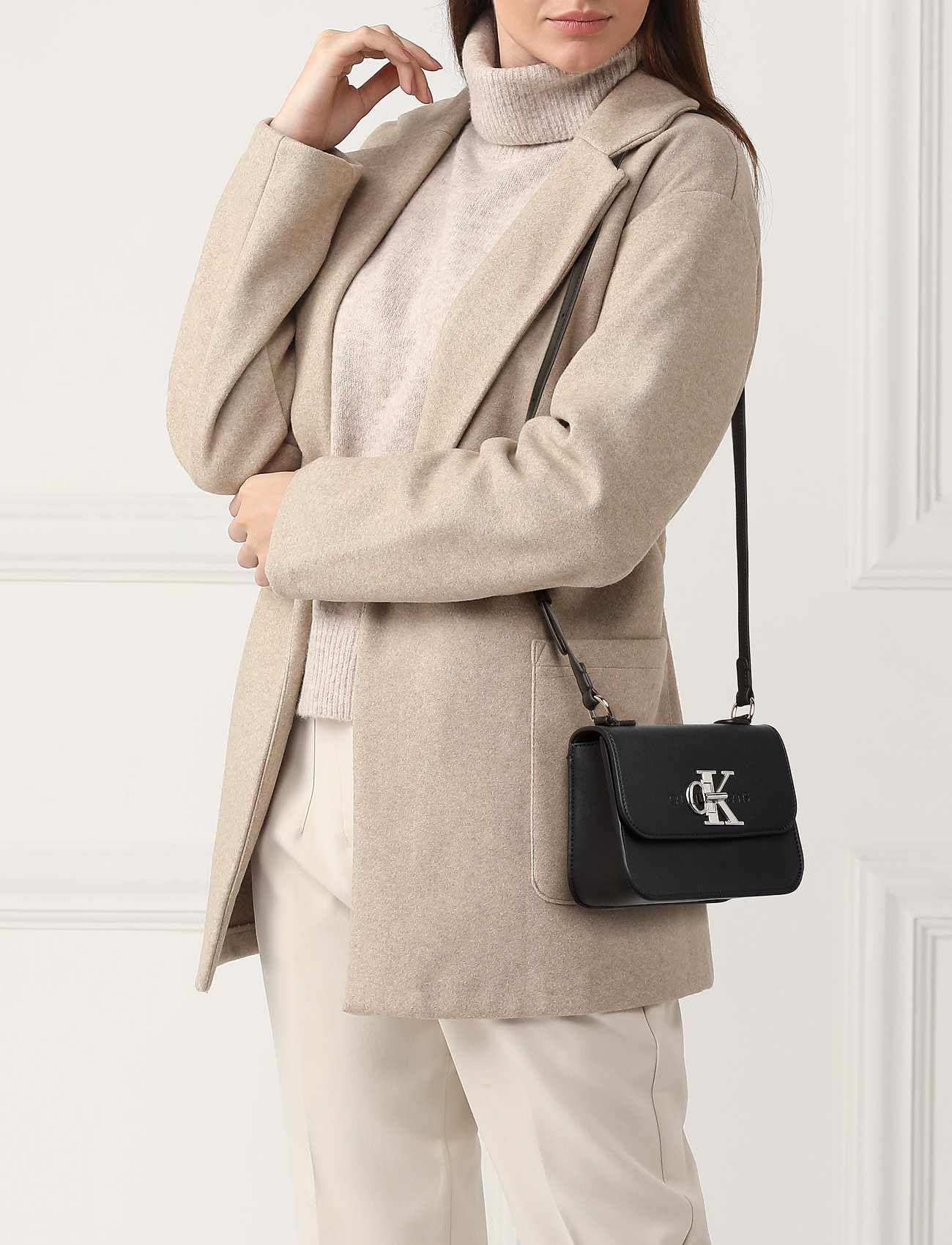 Calvin Klein CKJ MONO HARDWARE FLAP CROSSBODY - BLACK