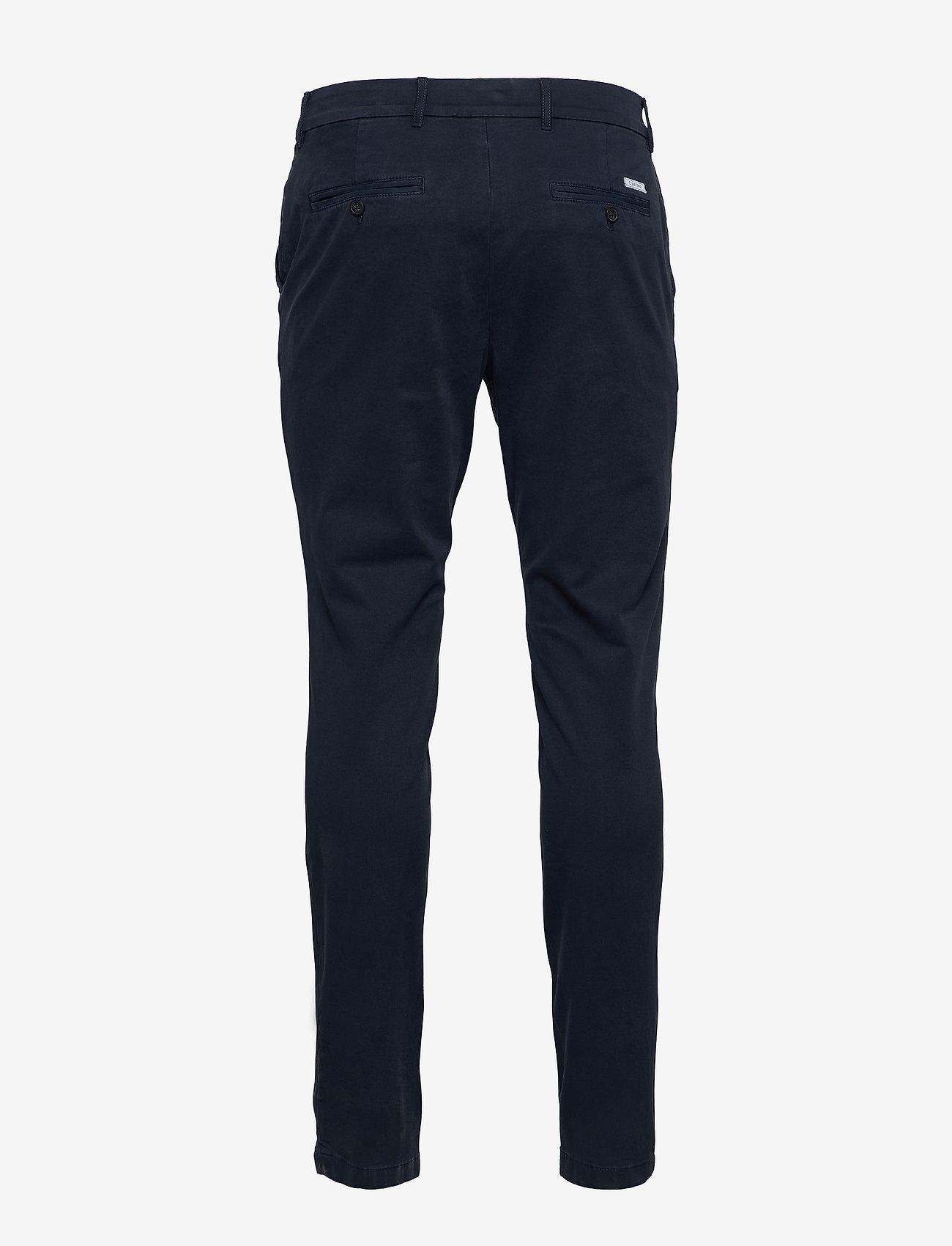 Slim Fit Garment Dye Chino (Calvin Navy) - Calvin Klein i1T4df