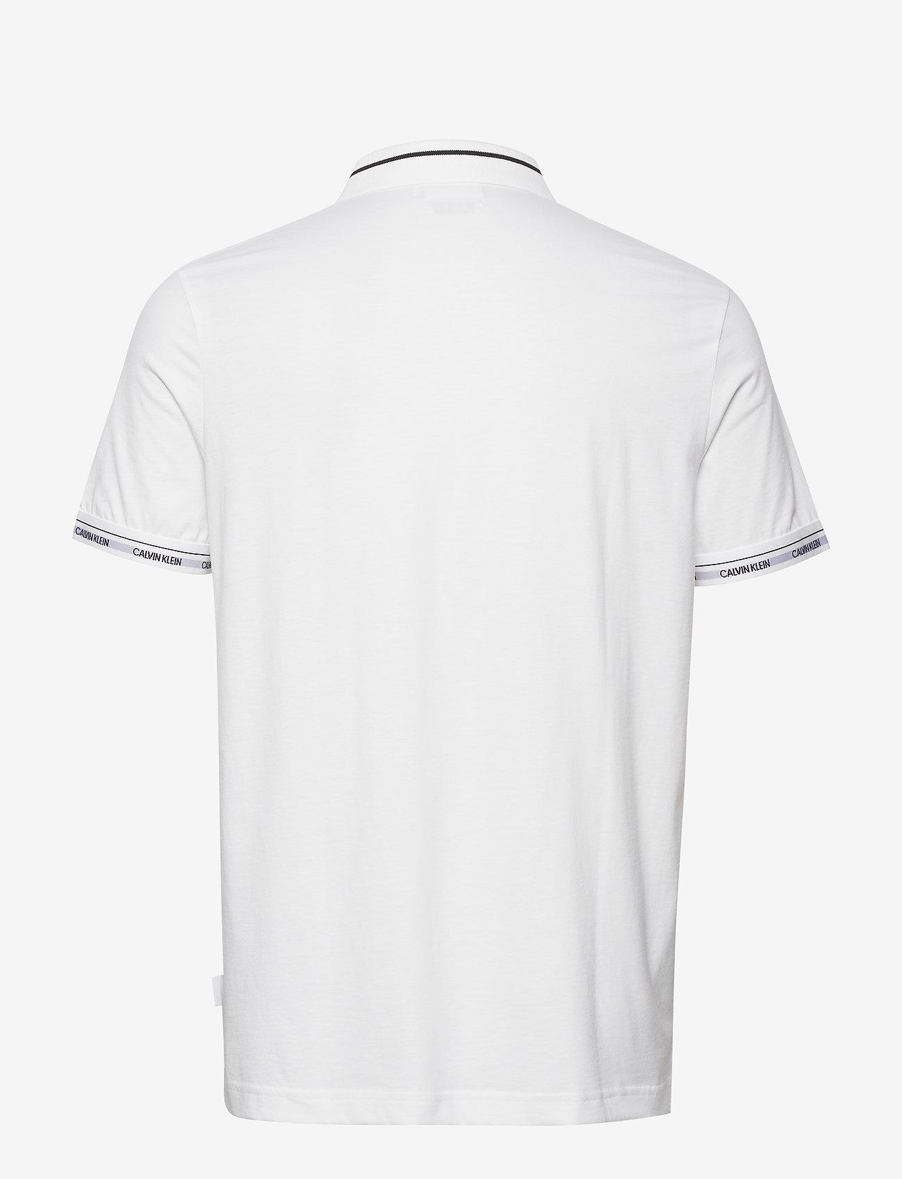 Calvin Klein - LIQUID TOUCH LOGO CUFF POLO - polos à manches courtes - bright white - 1