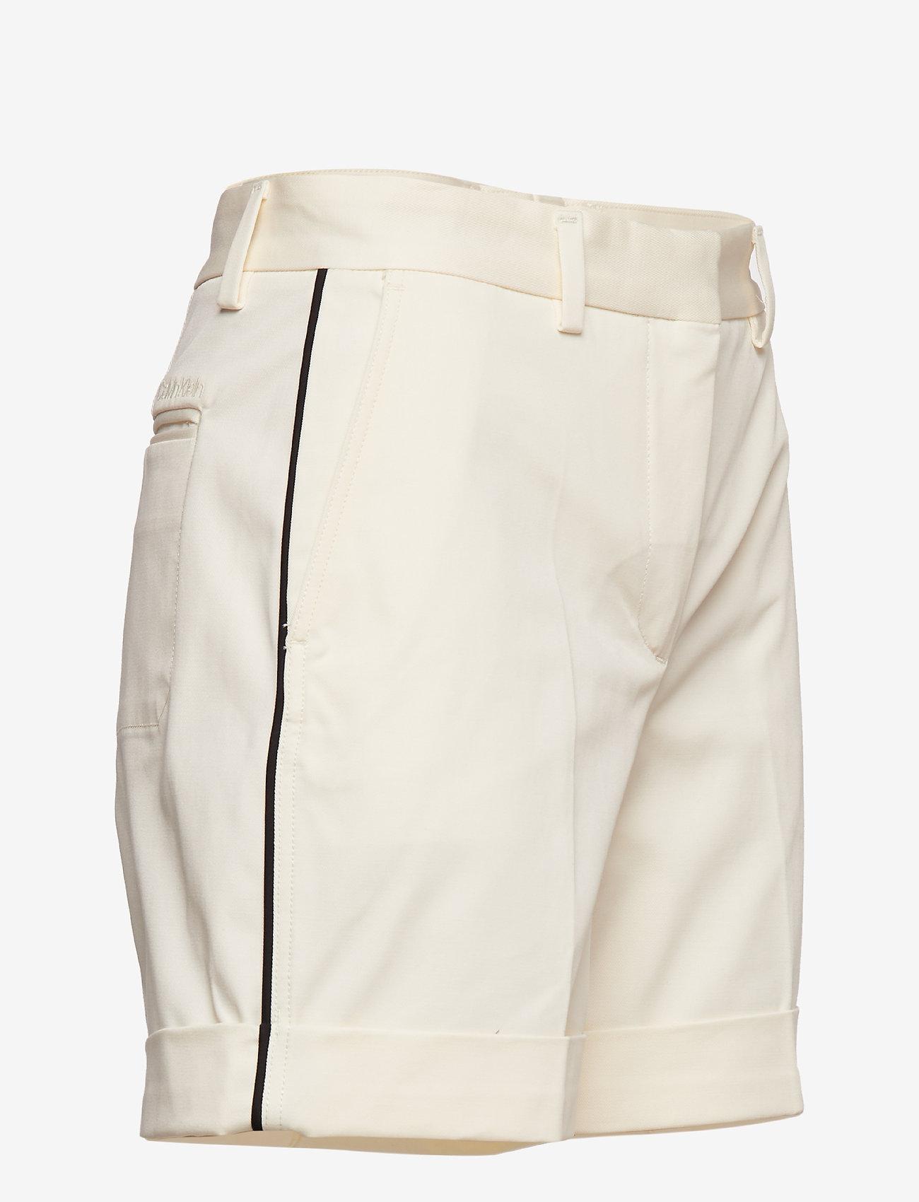 Chino Bermuda Short (Calico) (550 kr) - Calvin Klein