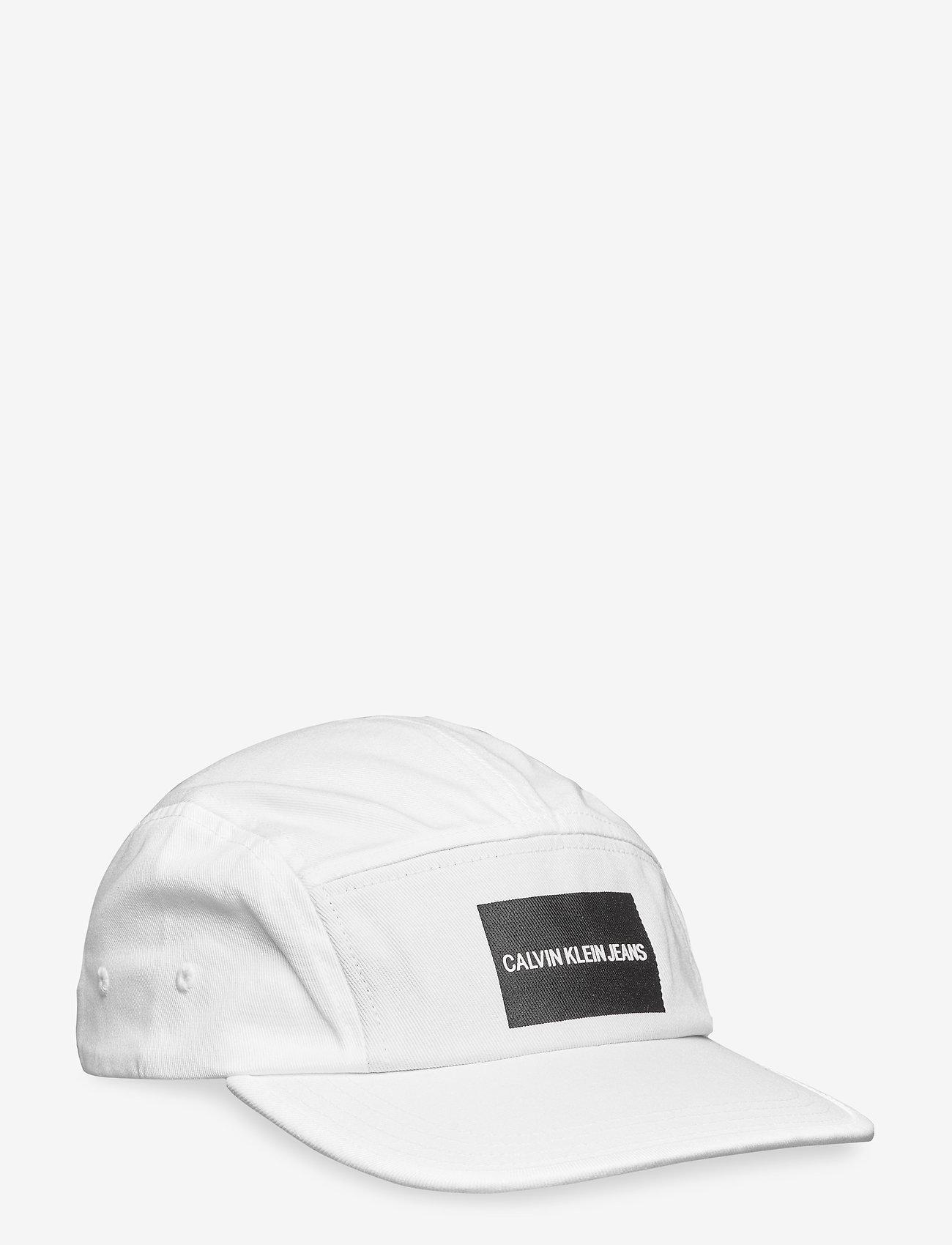Calvin Klein - J PRINTED LOGO CAP M - petten - bright white - 0