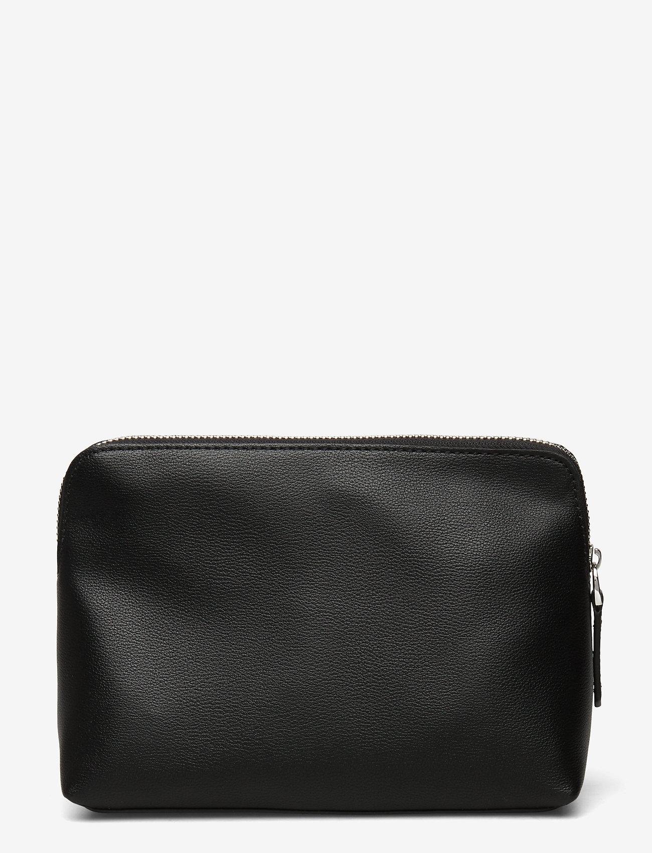 Calvin Klein - NY SHAPED WASHBAG - torby kosmetyczne - black - 1