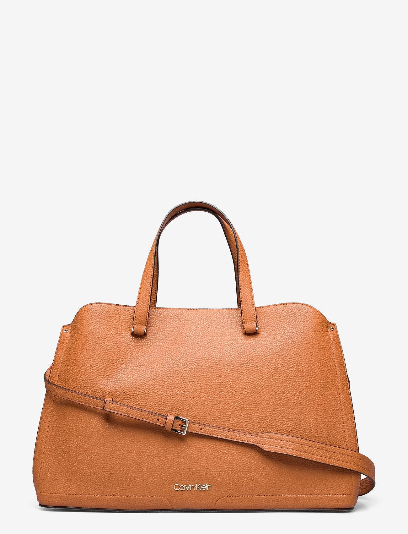 Calvin Klein - TOTE LG - handväskor - cognac - 0