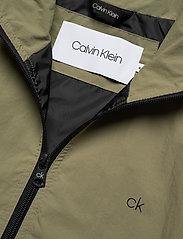 Calvin Klein - CRINKLE NYLON BLOUSO - light jackets - delta green - 4