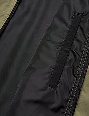 Calvin Klein - CRINKLE NYLON BLOUSO - light jackets - delta green - 6