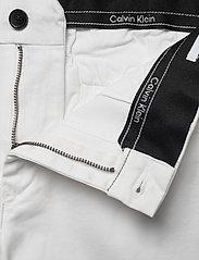 Calvin Klein - SLIM FIT GARMENT DYE - tailored shorts - calvin white - 3