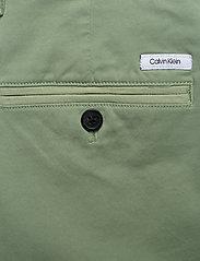 Calvin Klein - SLIM FIT GARMENT DYE - tailored shorts - granite green - 4