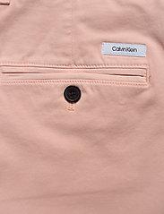Calvin Klein - SLIM FIT GARMENT DYE - tailored shorts - nude lustre - 4