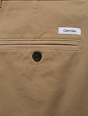 Calvin Klein - SLIM FIT GARMENT DYE - tailored shorts - travertine - 4