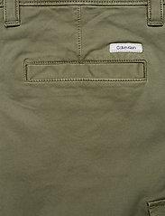 Calvin Klein - GARMENT DYED CARGO SHORTS - cargo shorts - delta green - 4