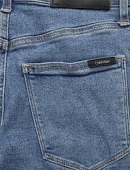 Calvin Klein - HIGH RISE SLIM PANT - wąskie dżinsy - natal blue - 6