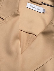 Calvin Klein - TENCEL TRENCH DRESS - trenchcoats - travertine - 2