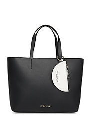 CK MUST LARGE SHOPPER - BLACK