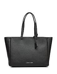 Calvin Klein CK TASK SHOPPER - BLACK