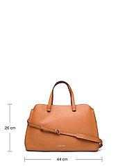 Calvin Klein - TOTE LG - handväskor - cognac - 5