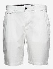 Calvin Klein - SLIM FIT GARMENT DYE - tailored shorts - calvin white - 0