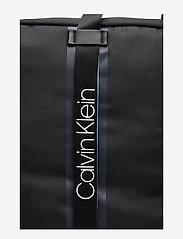 Calvin Klein - CLASH SQ WEEKENDER - tietokonelaukut - black - 3