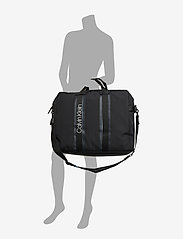 Calvin Klein - CLASH SQ WEEKENDER - tietokonelaukut - black - 6