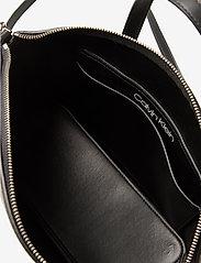 Calvin Klein - LOCK DOMED TOTE - handväskor - black - 4