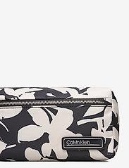 Calvin Klein - PRIMARY WASHBAG - torby kosmetyczne - black mix rtw - 3