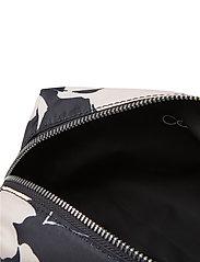 Calvin Klein - PRIMARY WASHBAG - torby kosmetyczne - black mix rtw - 4