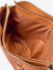 Calvin Klein - TOTE LG - handväskor - cognac - 4
