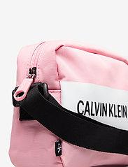 Calvin Klein - CAMERA BAG - tasker - soft berry - 3