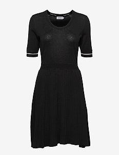 3/4 SLV FIT & FLARE PLISSE DRESS - midi dresses - calvin black
