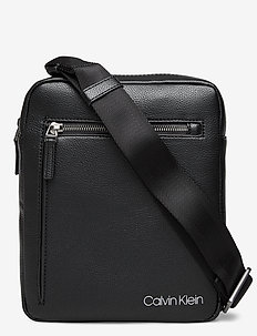 CK QT POCKET FLAT CR - shoulder bags - black