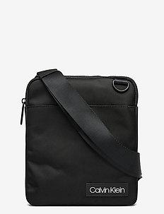 ULTIMATE NYLON FLAT - schoudertassen - black