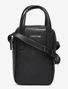 NS CAMERA BAG W/ TOP H SAFFIANO - handväskor - ck black
