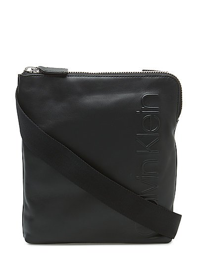STATEMENT ZIP FLAT C - BLACK