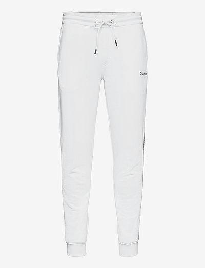 ESSENTIAL LOGO TAPE SWEATPANT - vêtements - bright white