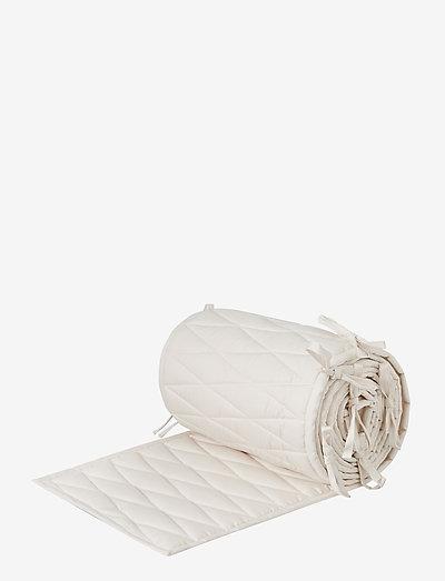 Cot Bumper w/ Harlequin embroidery - OCS Classic Grey - gitterbettumrandungen - light sand