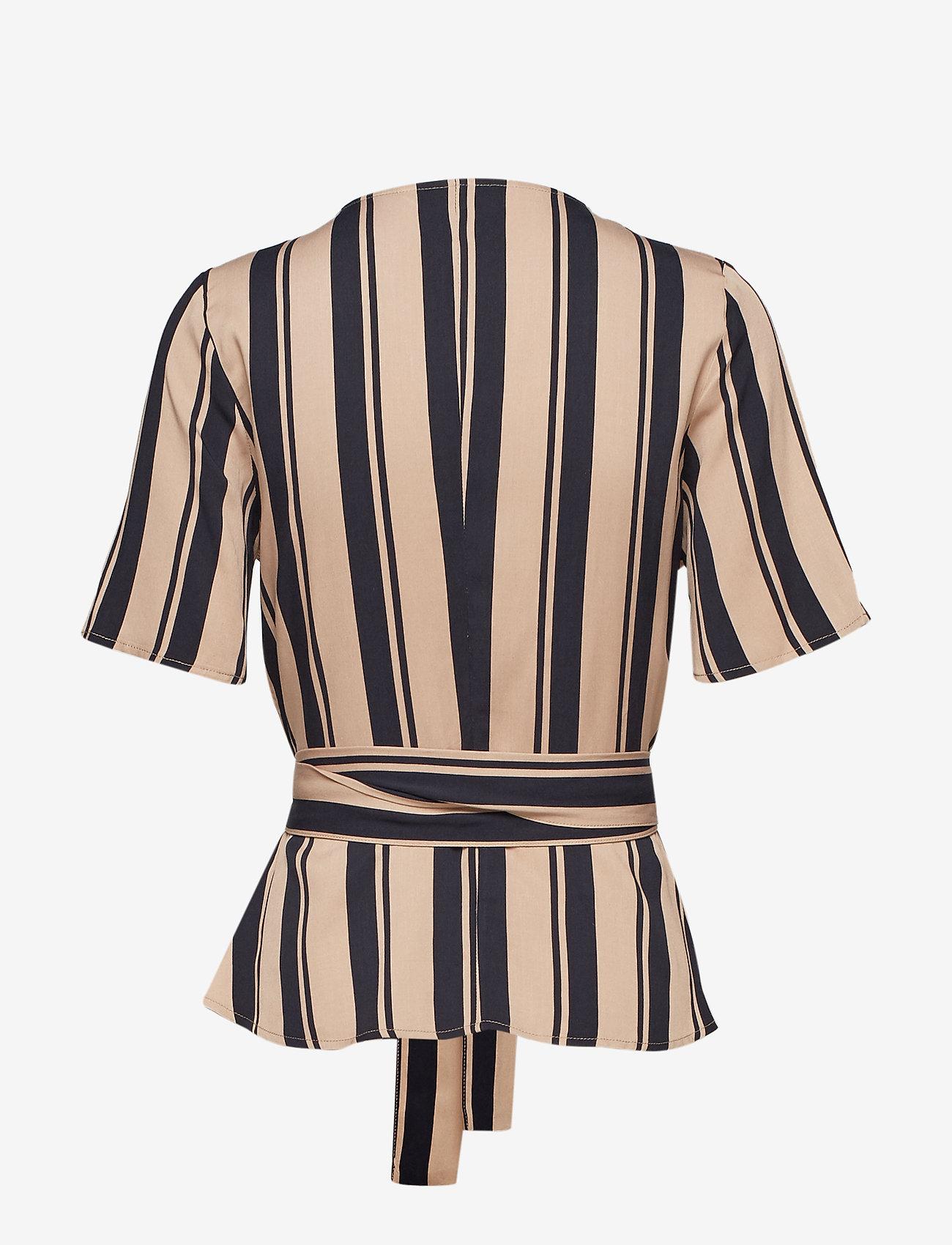 Camilla Pihl - Hug - lyhythihaiset puserot - navy/sand stripe