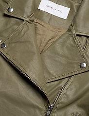 Camilla Pihl - Kendra Leather Jacket - skinnjackor - army - 2