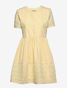 Cam dress - do kolan & midi sukienki - light yellow