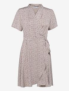 Eva Wrap Dress - sommerkjoler - lavender print