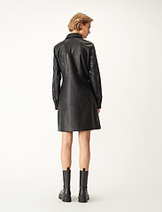 Carin Wester - Lucy PU - alledaagse jurken - black - 5