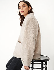 Carin Wester - Row - faux fur - offwhite - 3