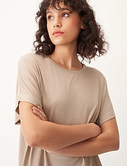 Carin Wester - Shimmer - t-shirts - beige - 4